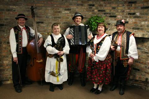 Dolina Polish Folk Dancers live musicians