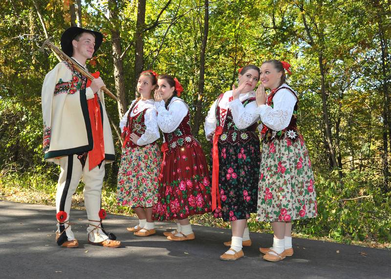 Dolina Polish Folk Dancers photo shoot in Gorale costumes